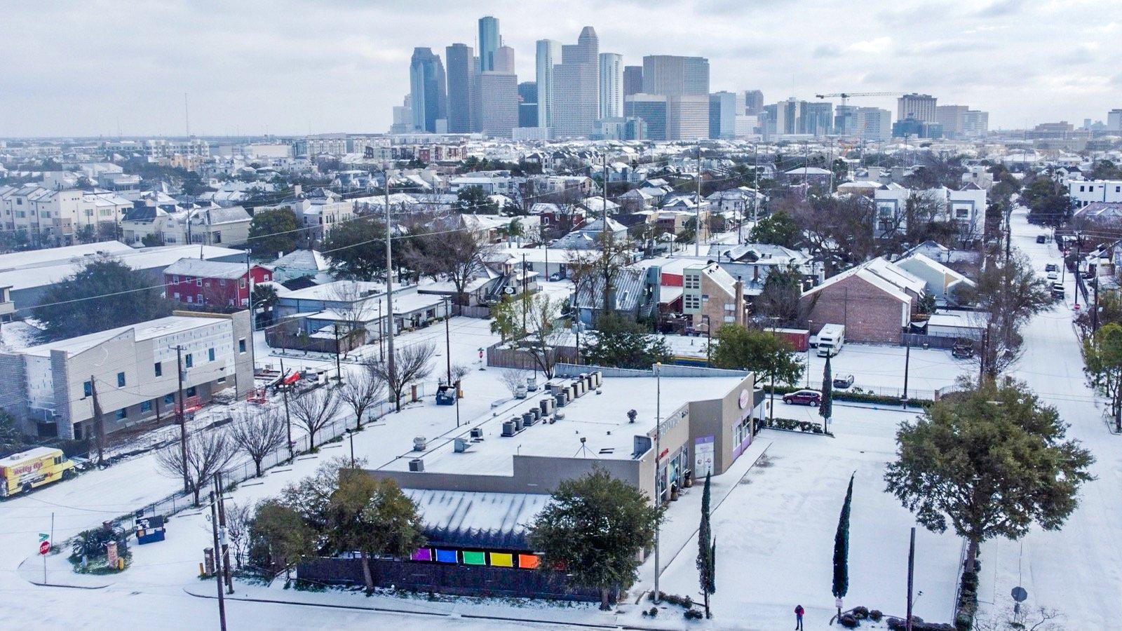 Houston-Gay-Bar-Montrose-Snow-20210215